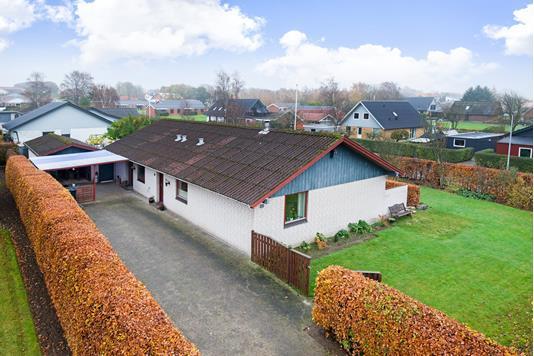 Villa på Højlundsvej i Østervrå - Ejendommen