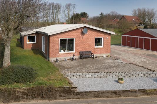 Villa på Klarupvej i Tårs - Set fra vejen