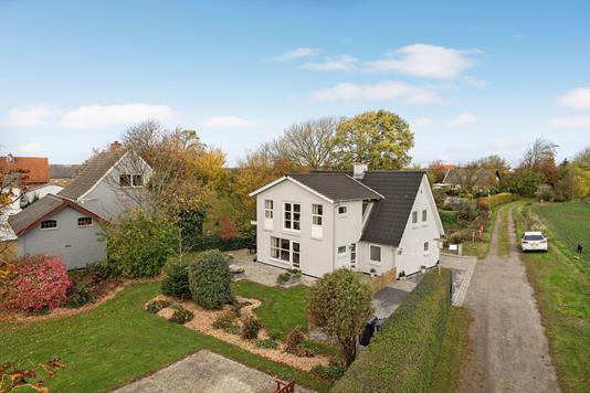 Villa på Gadekæret i Vrå - Ejendommen