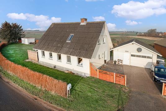 Villa på Terpetvej i Tårs - Set fra vejen