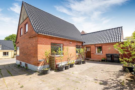 Villa på Bredgade i Tårs - Ejendommen