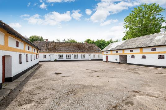 Landejendom på Hellumvej i Hjallerup - Ejendommen