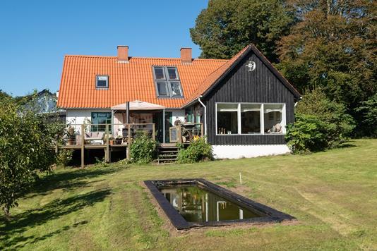 Landejendom på Holt Markvej i Sæby - Ejendommen