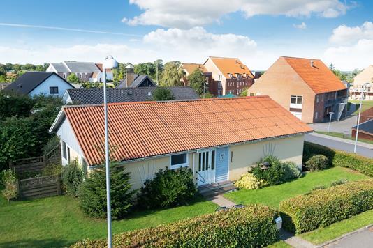 Villa på Skråningen i Tårs - Ejendommen