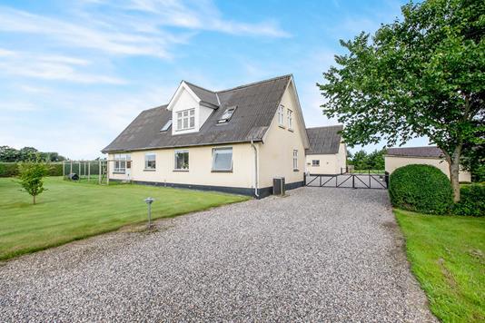 Villa på Lynghøjvej i Hadsten - Ejendommen