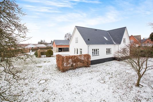 Villa på Lynghøjvej i Mørke - Ejendommen