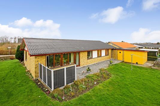 Villa på Østervænget i Hadsten - Ejendommen