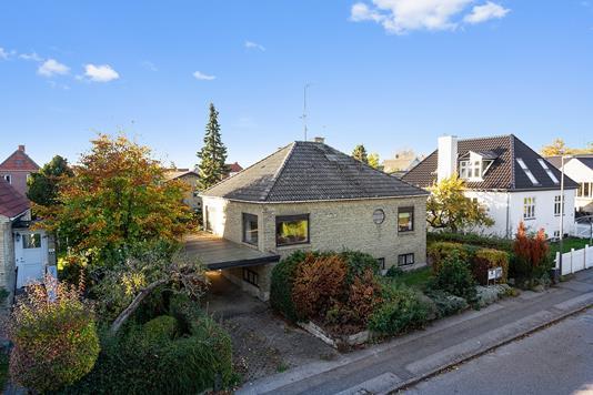 Villa på Nymindevej i Vanløse - Set fra vejen