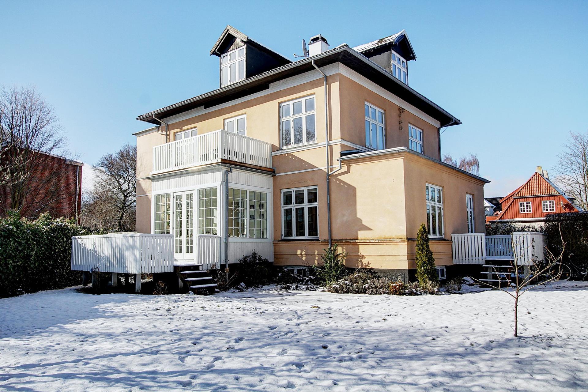 Villalejlighed på Norasvej i Charlottenlund - Ejendommen