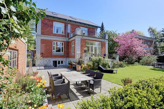 Villa på Henningsens Alle i Hellerup - Ejendommen