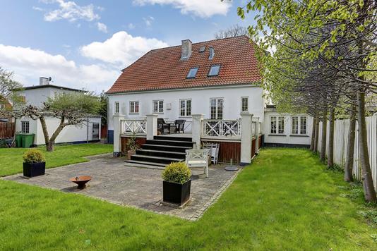 Villa på Lundeskovsvej i Hellerup - Ejendommen