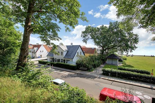 Villa på Taarbæk Strandvej i Klampenborg - Ejendommen