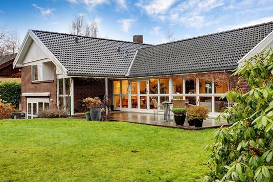 Villa på Gamlehave Alle i Charlottenlund - Ejendommen