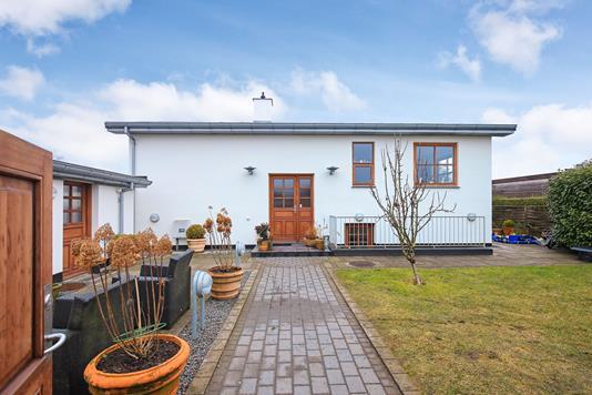 Villa på Ingstrup Alle i Kastrup - Ejendommen