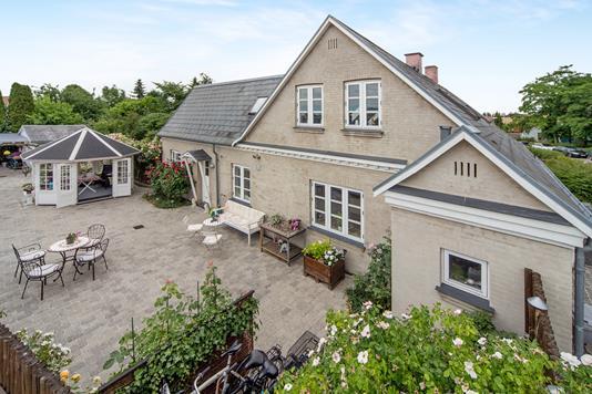 Villa på Ved Stationen i Kastrup - Ejendom 1