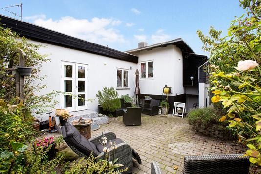 Villa på Merkur Alle i Kastrup - Ejendommen
