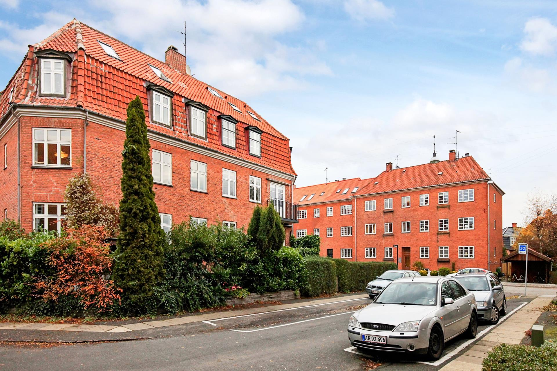 Villalejlighed på Valmuevej i København S - Ejendommen