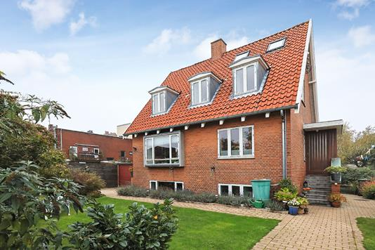 Villa på Delosvej i København S - Ejendommen