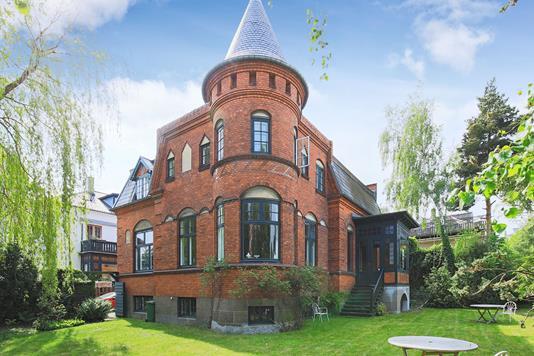 Villa på Dronning Olgas Vej i Frederiksberg - Ejendommen