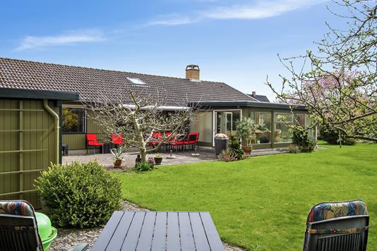 Villa på Pilegårds Vænge i Ishøj - Set fra haven