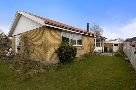 Villa på Pileskovvej i Ishøj - Set fra haven