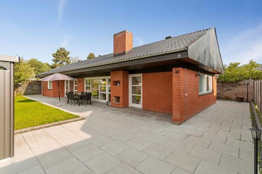Villa på Vibeholms Vænge i Ishøj - Set fra vejen