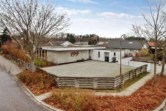 Villa på Bredekærs Vænge i Ishøj - Set fra vejen