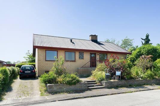 Villa på Pilegårds Vænge i Ishøj - Set fra vejen