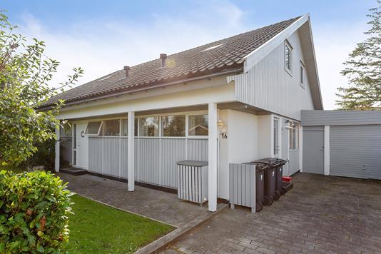 Villa på Friggasvej i Ishøj - Set fra vejen
