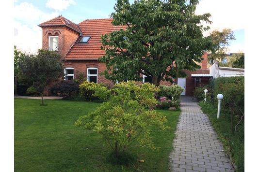 Villa på Hjortholms Allé i København NV - Ejendommen