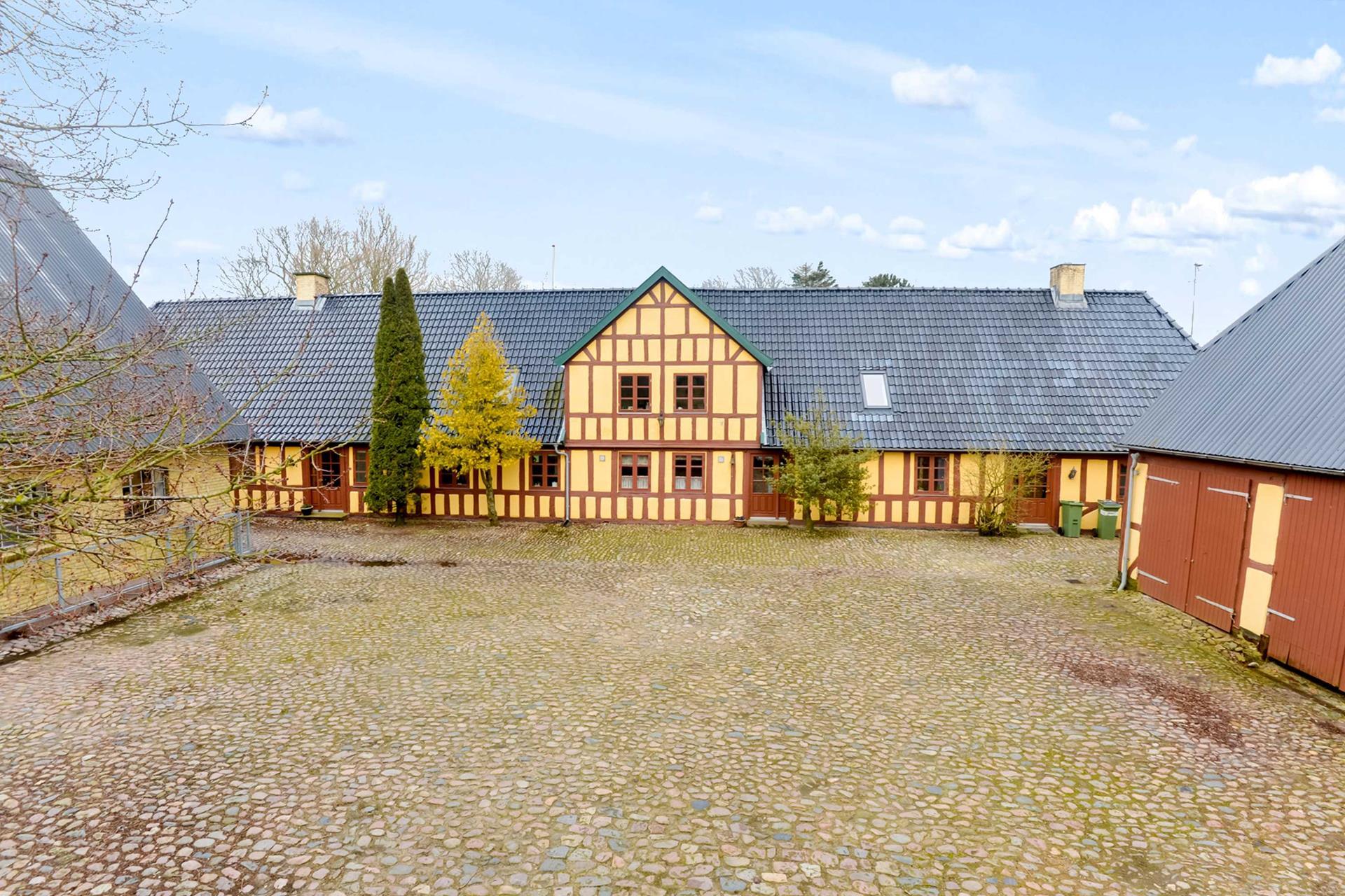 Landejendom på Skovs-Højrup-Vej i Odense N - Mastefoto
