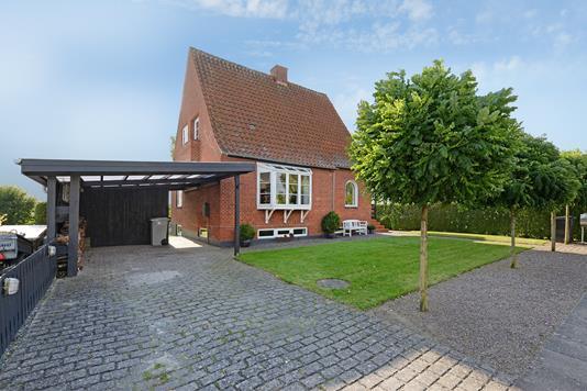 Villa på Kirkevej i Nørre Aaby - Ejendommen