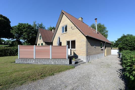 Villa på Kapelvej i Ejby - Ejendommen