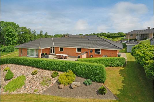 Villa på Bakkegårds Allé i Langeskov - Ejendommen