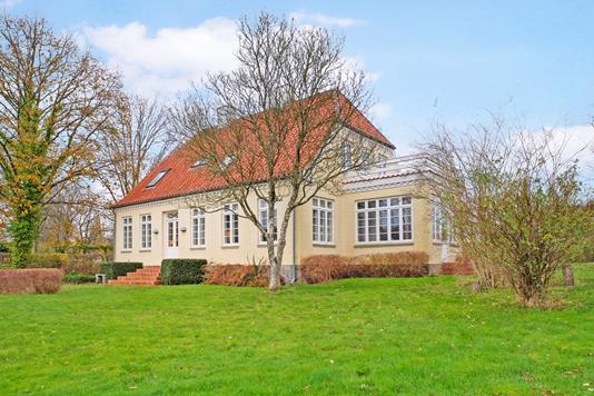 Villa på Møllevej i Haarby - Ejendommen