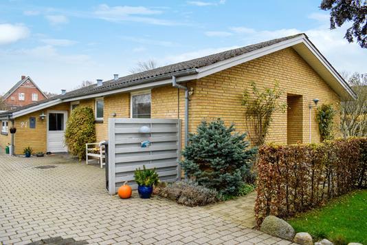 Villa på Salomons Brink i Haarby - Ejendommen