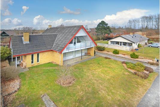 Villa på Søbjergvænget i Broby - Mastefoto