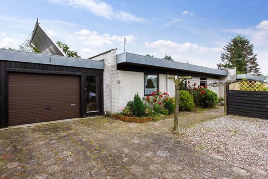 Villa på Sallingeskovvej i Ringe - Set fra vejen