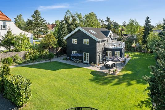 Villa på Helgasvej i Holte - Set fra haven