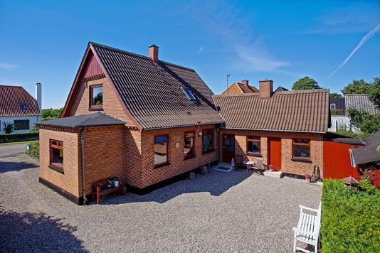 Villa på Løvenborgvej i Regstrup - Ejendommen