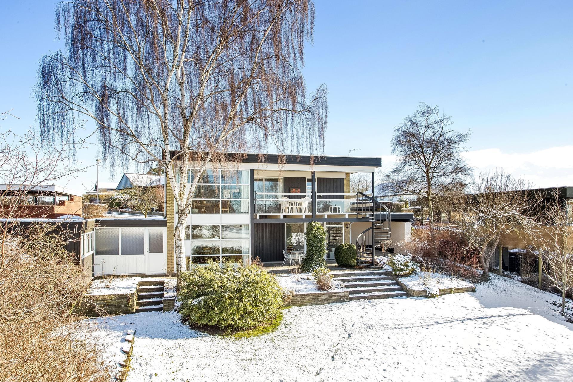 Villa på Birkebakken i Lystrup - Ejendommen