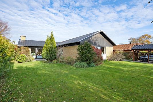 Villa på Spergelbakken i Lystrup - Ejendommen