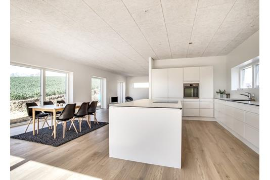 Villa på Møllesvinget i Skødstrup - Køkken alrum