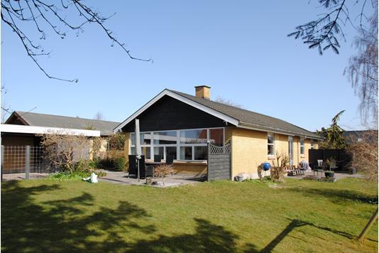 Villa på Lille Elstedvej i Lystrup - Ejendommen
