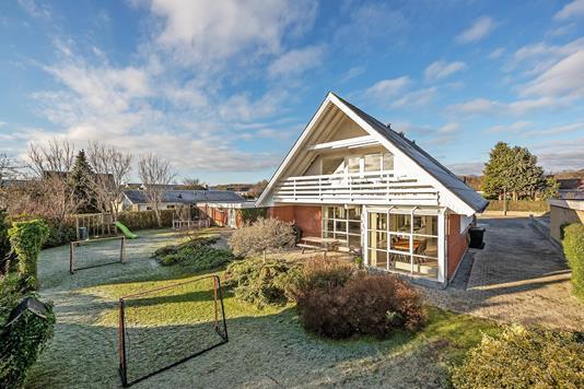Villa på Ørnelunden i Lystrup - Ejendommen