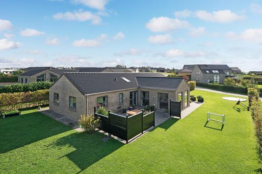 Villa på Engelstoft i Lystrup - Ejendommen