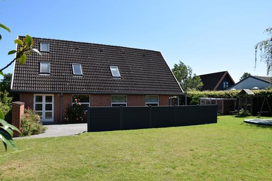 Villa på Elstedvænge i Lystrup - Ejendommen