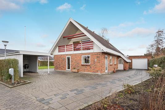 Villa på Rugmarken i Lystrup - Ejendommen