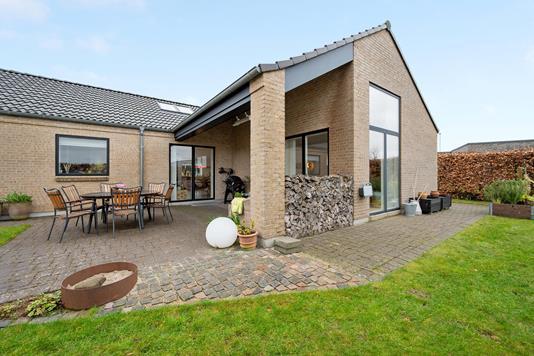Villa på Elmehaven i Lystrup - Ejendommen