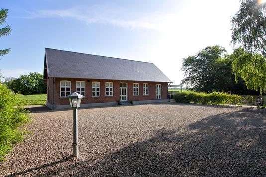 Villa på Hostrupgårdvej i Stouby - Set fra vejen
